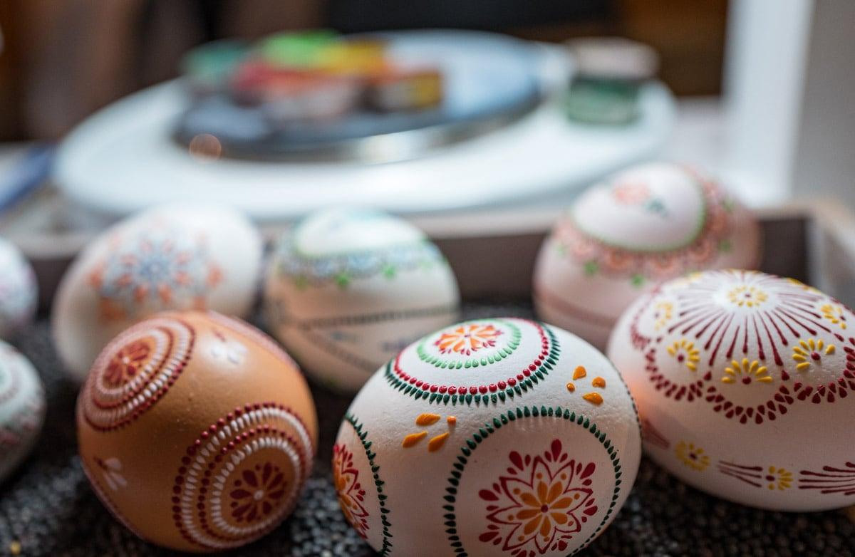Sechs bunte Sorbische Ostereier mit Wachstechnik selbst gestaltet